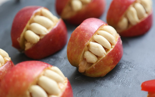 Halloween treat - apple and peanut teeth