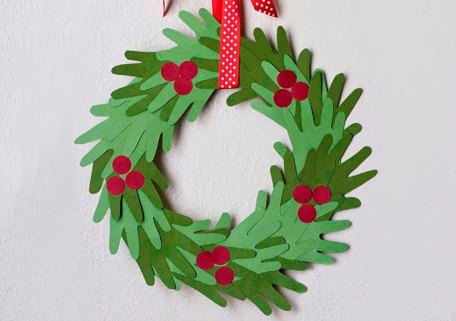 kids-handprint-christmas-wreath_1