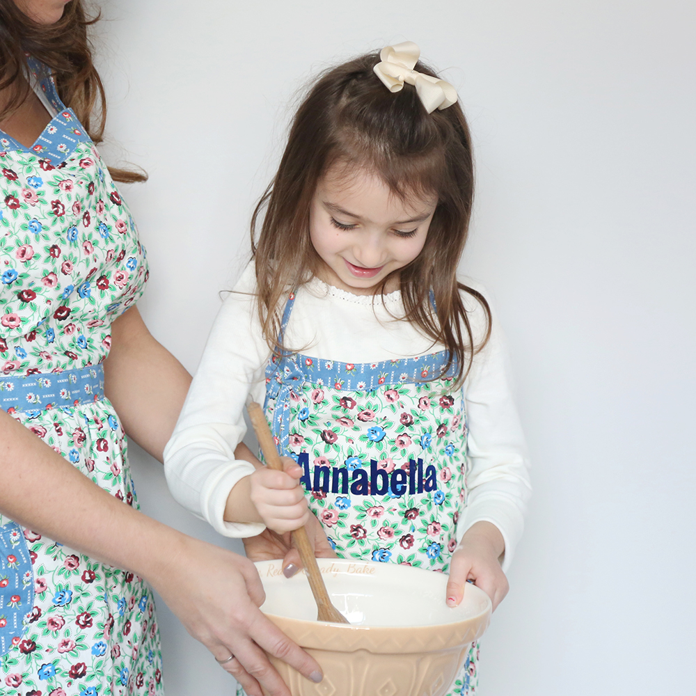 blue-ditsy-apron-mum-and-child_1000