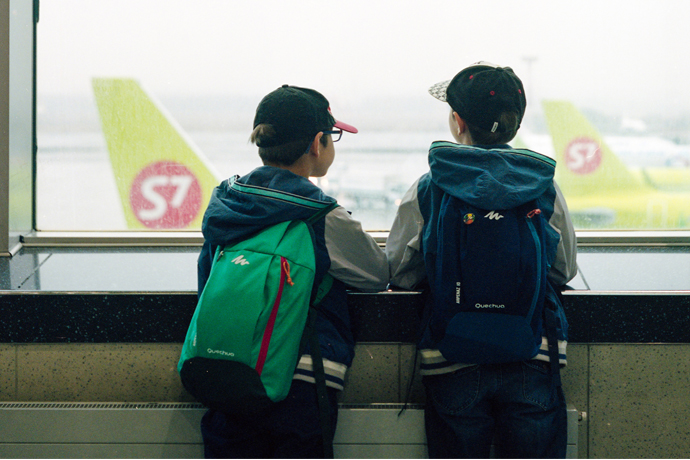 plane-with-children