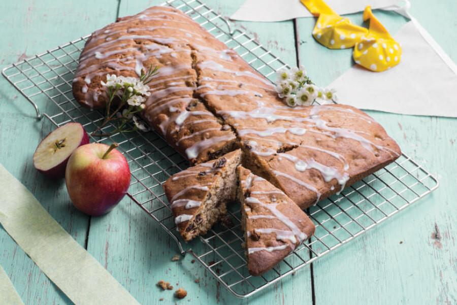 apple-and-apricot-cake